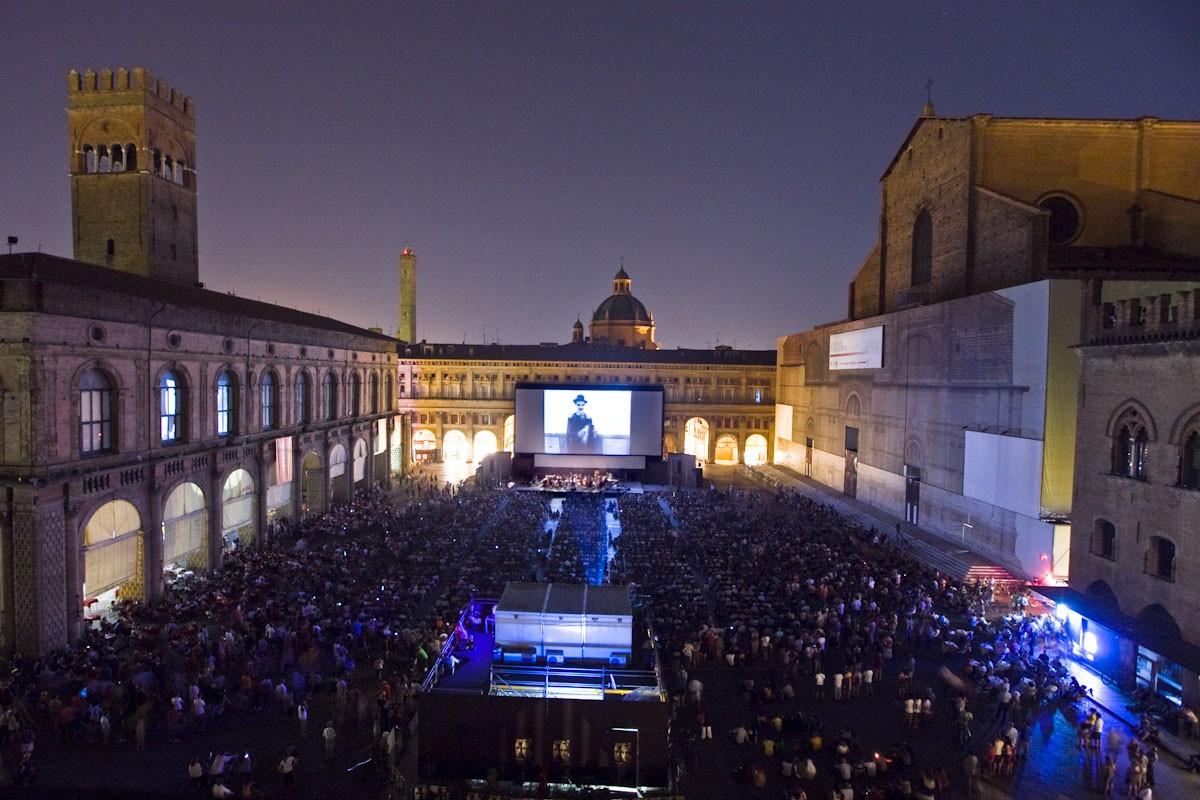 """""""Sotto le stelle del cinema"""": tornano i film in Piazza Maggiore"""