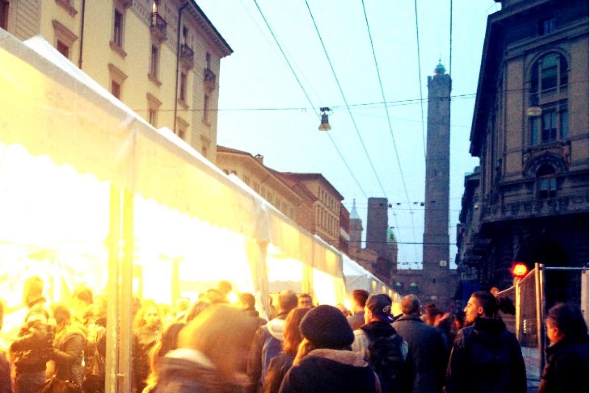 Bologna si accende: le Due Torri illuminate tutto l'anno