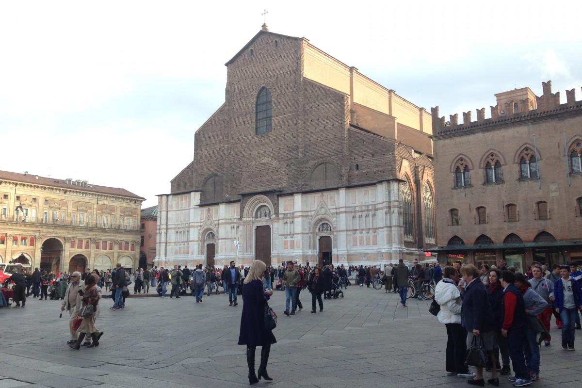 Ammirare Bologna da un'altezza di 54 metri: aperitivi in terrazza a San Petronio
