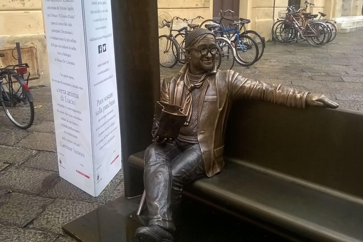 Sedetevi sulla panchina accanto a Lucio Dalla: c'è ancora un mese di tempo