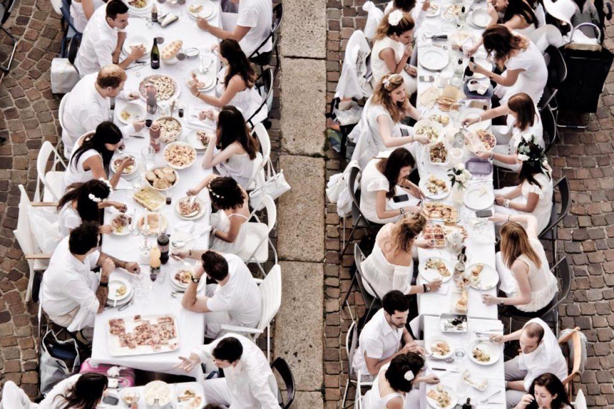 Cena in bianco, a Bologna la prima edizione