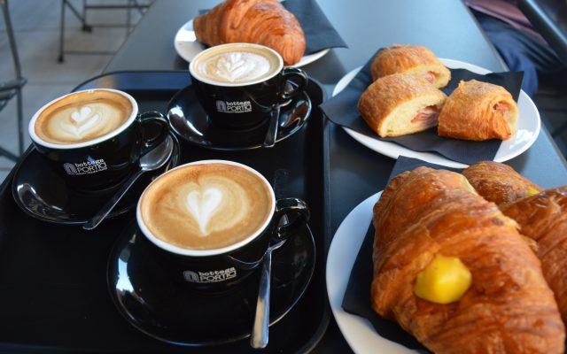 Bottega Portici, colazione davanti alle Due Torri di Bologna