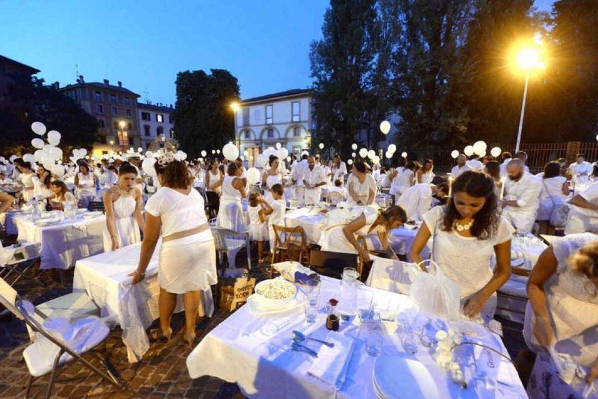 """Organizzate la vostra tavolata: torna la """"Cena in bianco"""" a Bologna"""