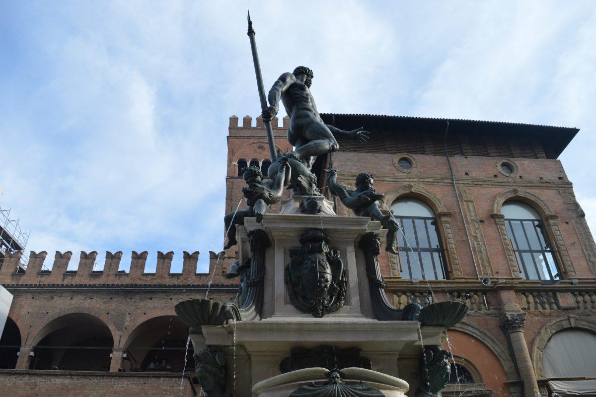 """Il Nettuno è tornato: """"Siate orgogliosi di Bologna"""""""