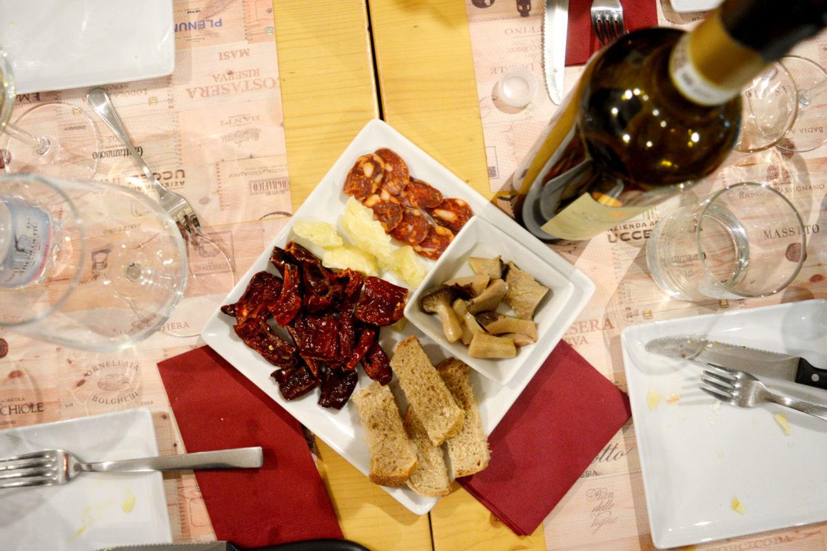 Mia Cantina a Bologna, l'enoteca dove nascono grandi storie d'amore