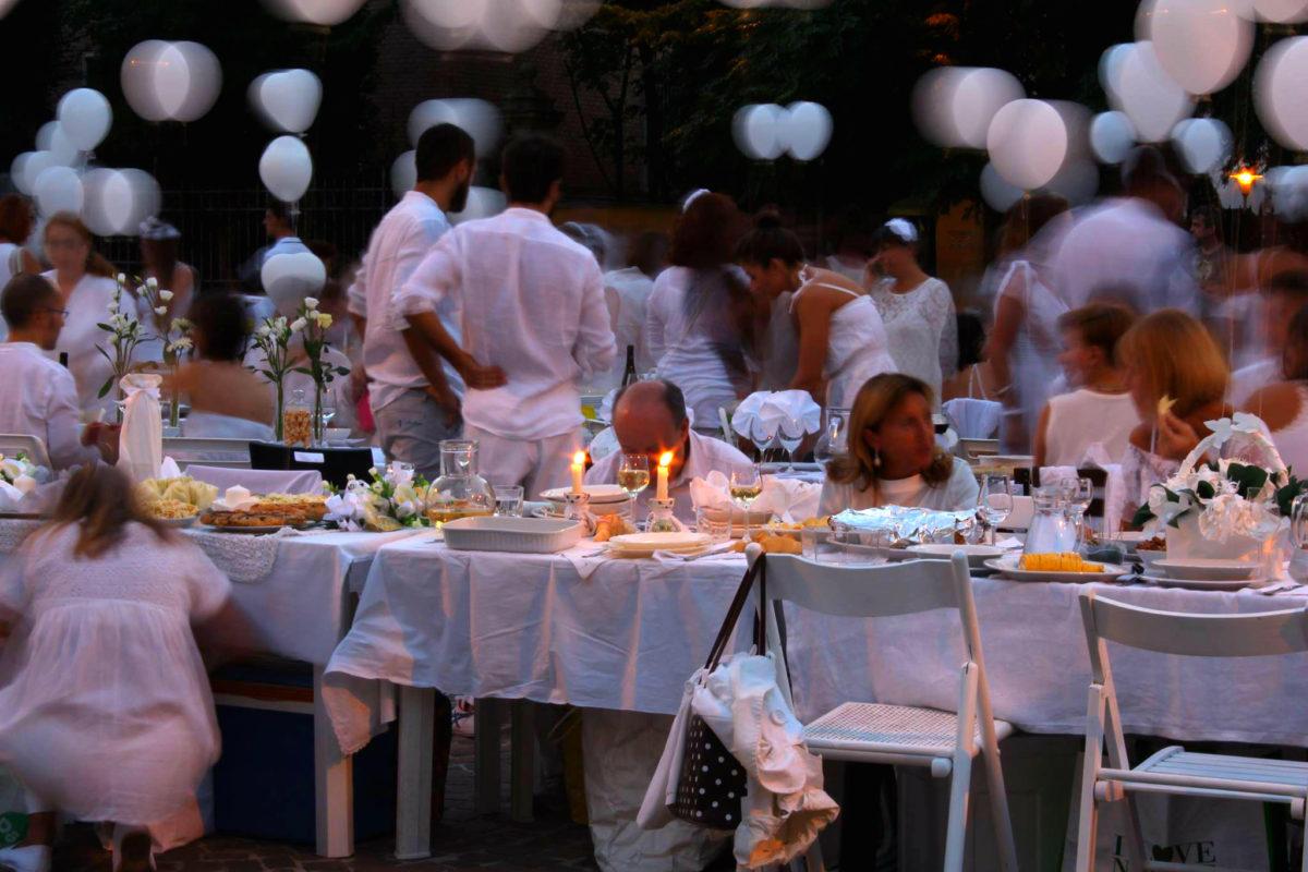 A Bologna torna la Cena in Bianco