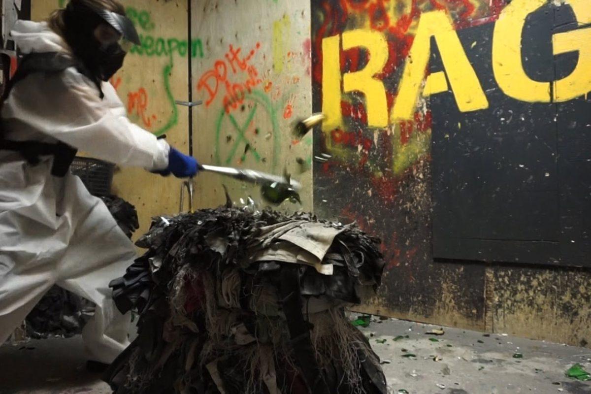 A Bologna la prima Rage Room, la stanza dove puoi spaccare tutto