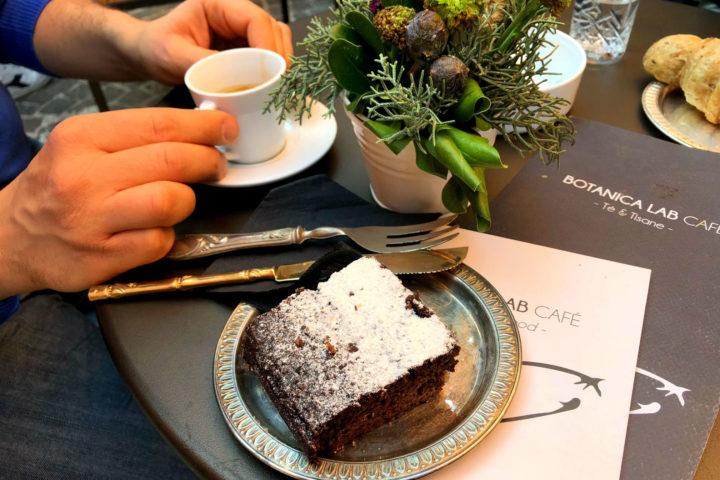 Sedersi in posti nuovi: tutte le sfumature di Botanica Lab Café