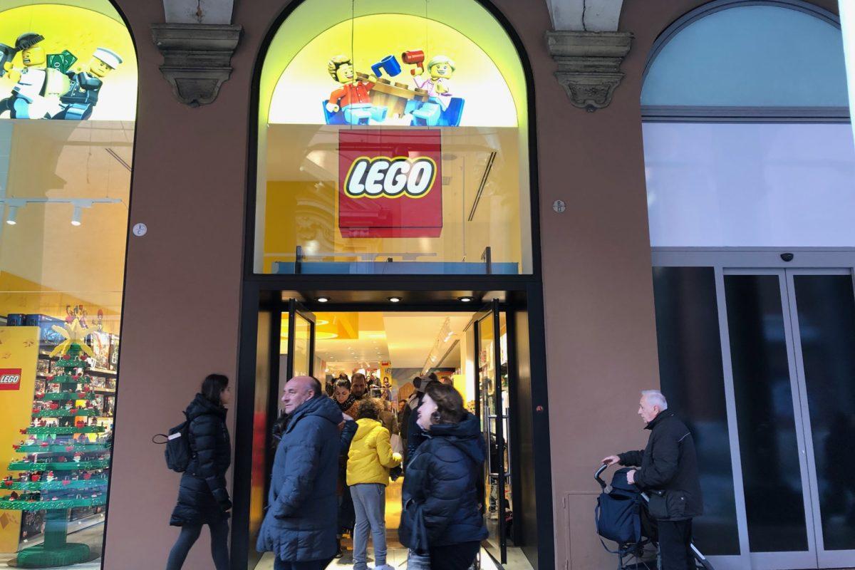 I mattoncini hanno invaso Bologna: ecco il nuovo Lego Store
