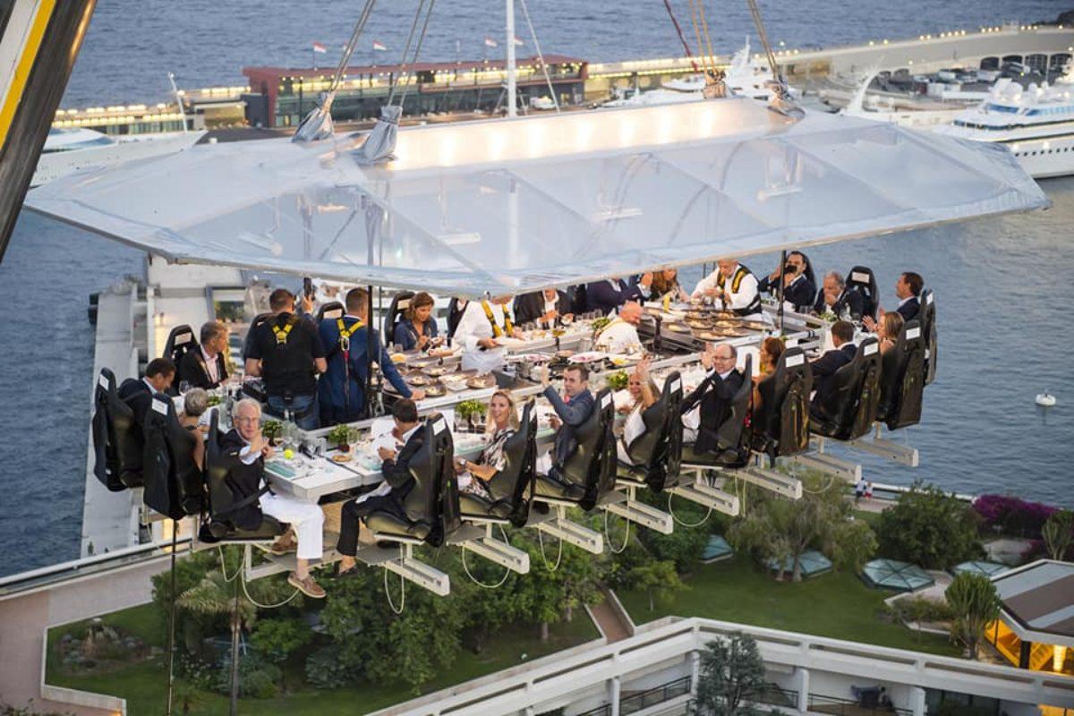 Dinner in the sky, siete pronti a mangiare a 50 metri d'altezza?