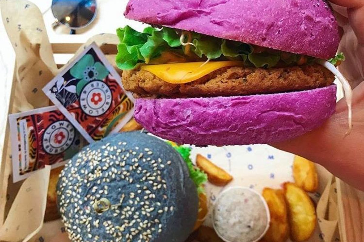 Flower Burger, a Bologna arrivano i burger vegani e super colorati