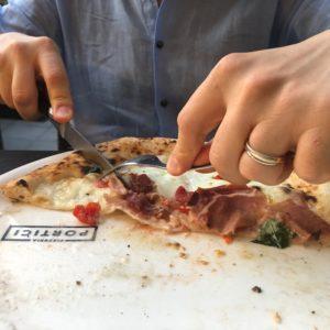 Una grande terrazza, una grande pizza: Pizzeria Portici a Bologna