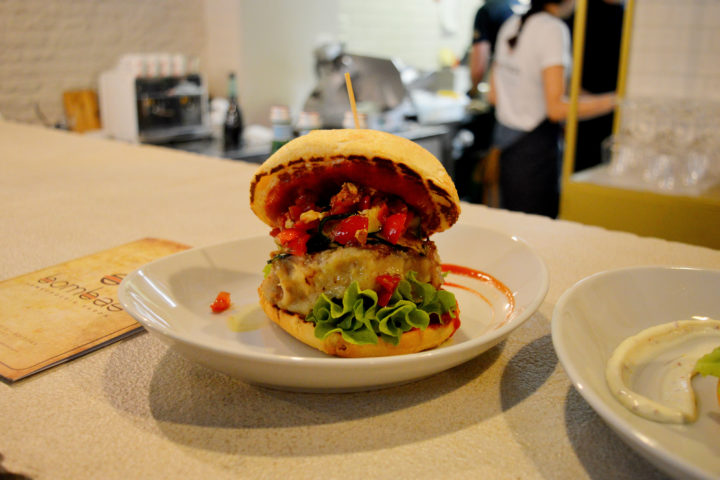 Storie da assaggiare: Bombas, l'hamburgeria sarda a Bologna