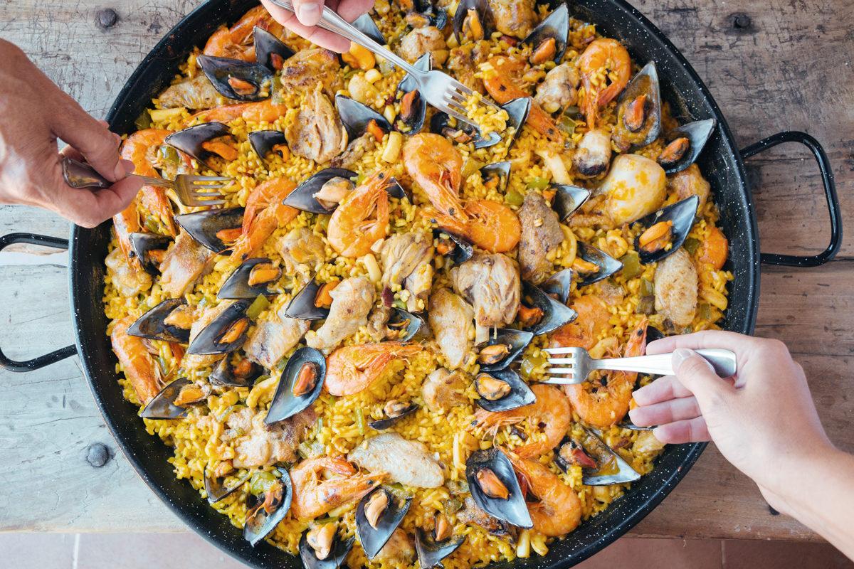 L'unica e inimitabile paella valenciana di carne e di pesce arriva a Bologna
