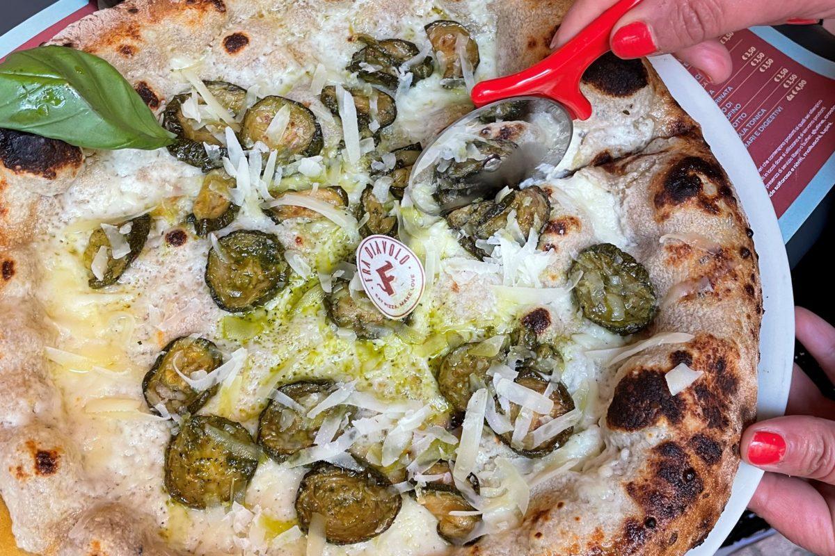 Abbiamo assaggiato la pizza di Fra Diavolo appena arrivata a Bologna