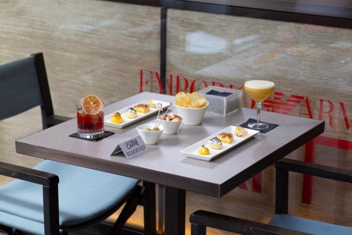 È il momento giusto per un aperitivo all'Emporio Armani Caffè di Bologna